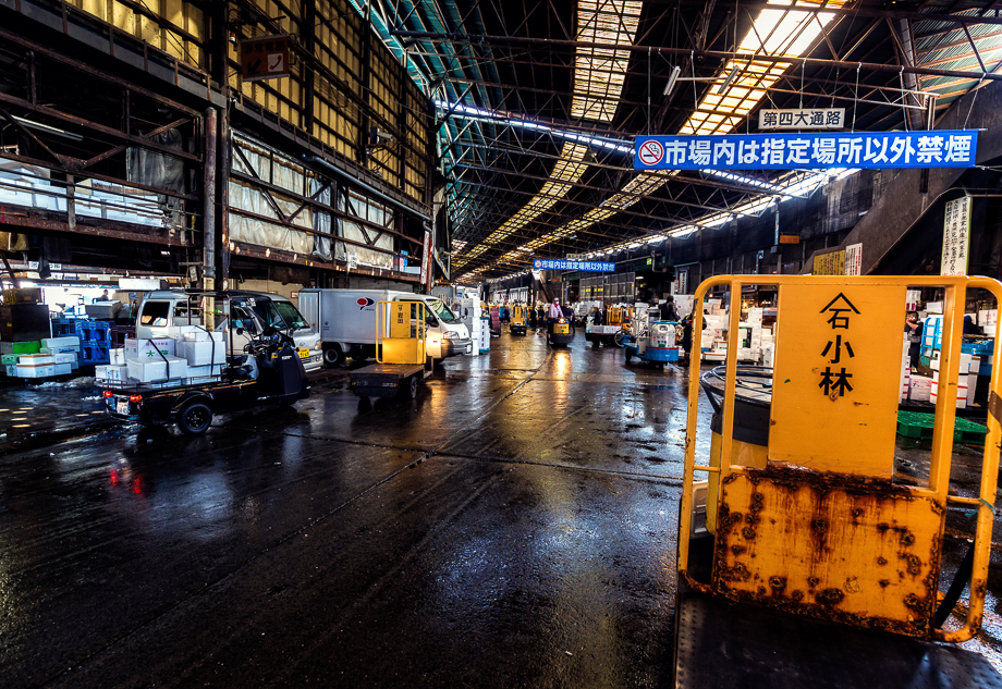 Entrance to the inner market inside Tsuki-ji Fish Market